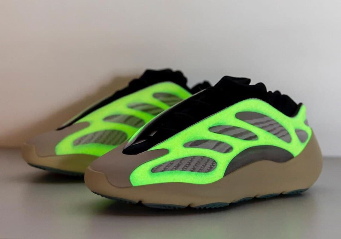 Adidas Yeezy Boost 700 V3 White & Grey Reflective Glow In The Dark (41-45) Арт-13860