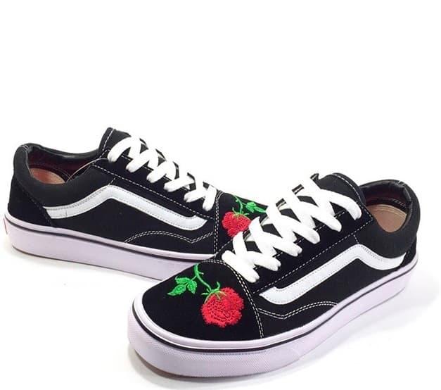 Vans Old School Rose — Купить кеды Ванс Олд Скул с красной розой ... 6020bd9ca30